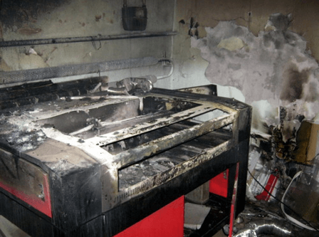 На рис. сгоревший станок. Результат несоблюдения техники безопасности при работе на СО2 станках.
